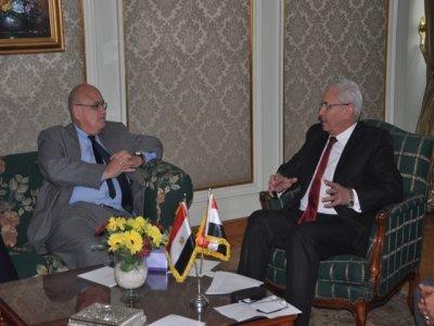 لقاء وزير التعليم العالى مع سفير دولة البرازيل بالقاهره