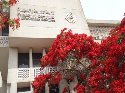 توافد الطلاب الجدد المقبولين بكلية الحاسبات والمعلومات جامعة عين شمس