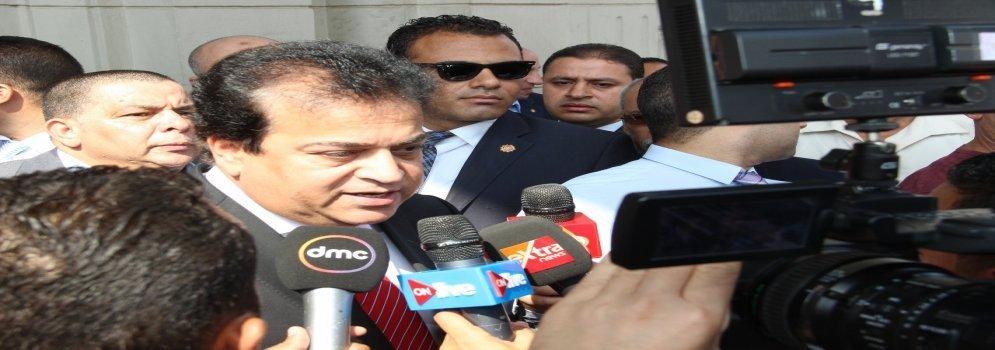 Depuis le campus de l'Université Ain Shams ... Ministre de l'Enseignement supérieur : Nous sommes désireux d'appliquer les normes de l'université et de punir tous ceux qui les violent