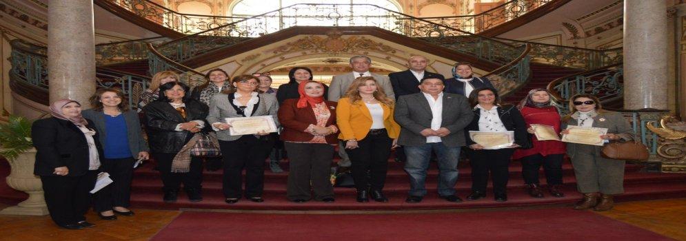 تكريم رؤساء نوادي روتاري المشاركين بمعرض الملابس الخيري بجامعة عين شمس