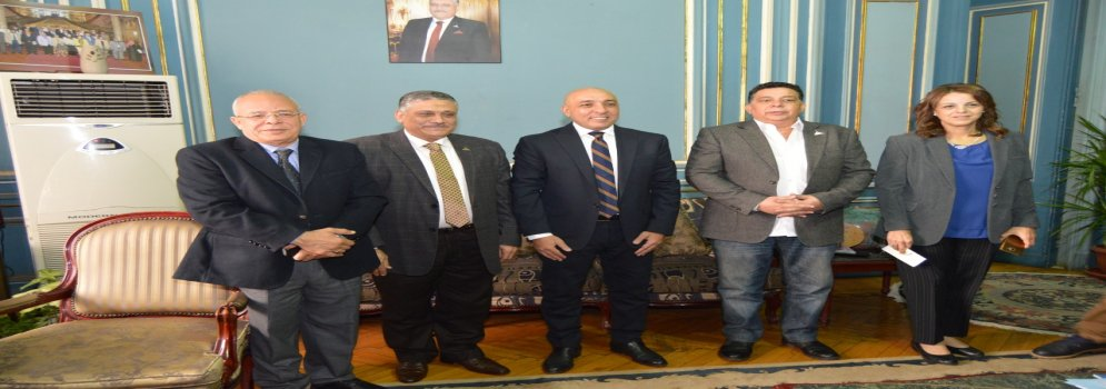 Vice President of Ain Shams University receives the writer Essam Yousef