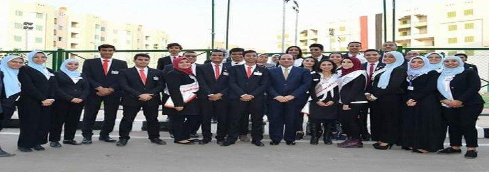 طلاب جامعة عين شمس يشهدون جولة رئيس الجمهورية لافتتاح عدد من المشروعات القومية
