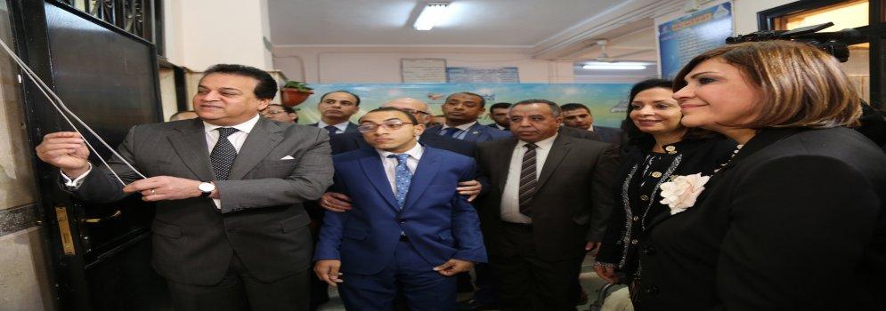 وزير التعليم العالي يفتتح أول قاعة تعليمية للشخصية ذات الإعاقة بآداب عين شمس