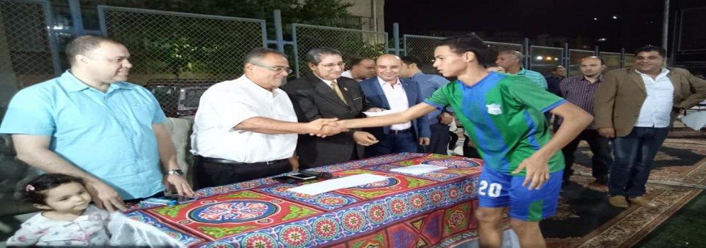 فريق تجارة عين شمس يتوج بالمركز الأول في ختام الدورة الرمضانية الرابعة لكرة القدم الخماسية