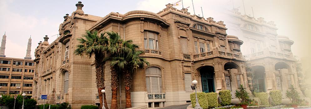Directeur de l'Académie de l'aviation égyptienne hébergé par l'Université Ain Shams