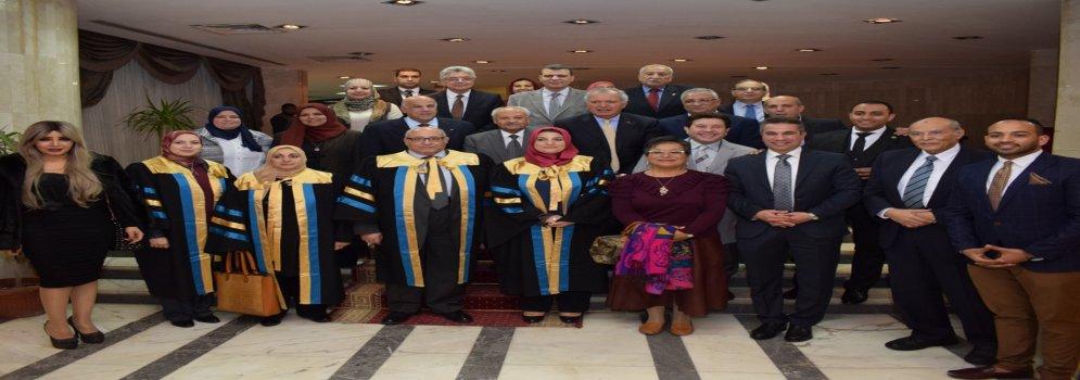 رئيس جامعة عين شمس يكرم نجوم الفن والسياسة والمجتمع في احتفالية تخريج طلاب حاسبات عين شمس
